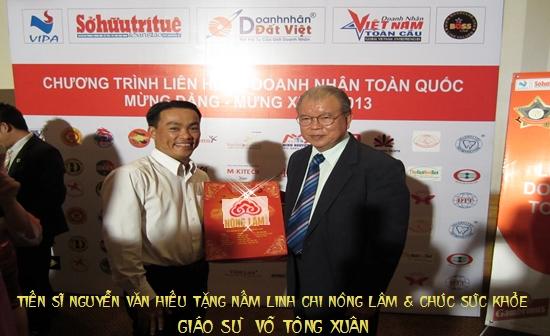 Linh chi Nông Lâm chúc sức khỏe Giáo sư Võ Tòng Xuân